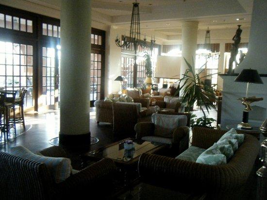 Fantasia Hotel De Luxe: Hotel bar area