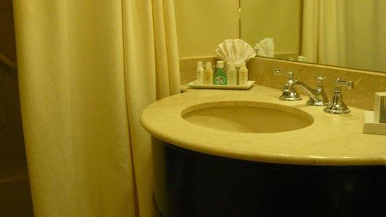 Lenox Hotel: Baño