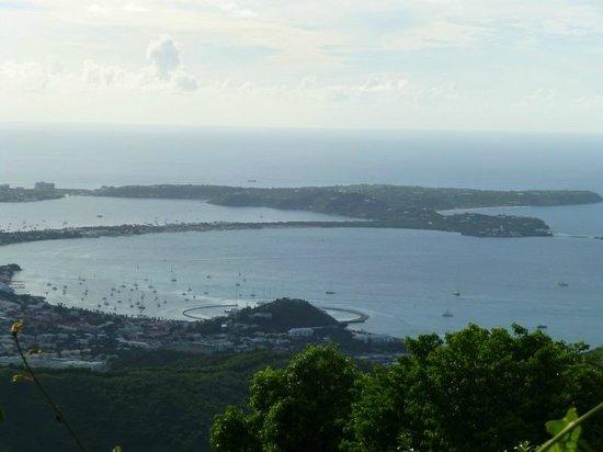 Le Flamboyant Hotel and Resort: Du Pic Paradis : Marigot et Baie Nettlé(la bande)