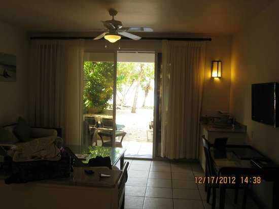 Galley Bay Resort: Patio view of the beachfront cottage