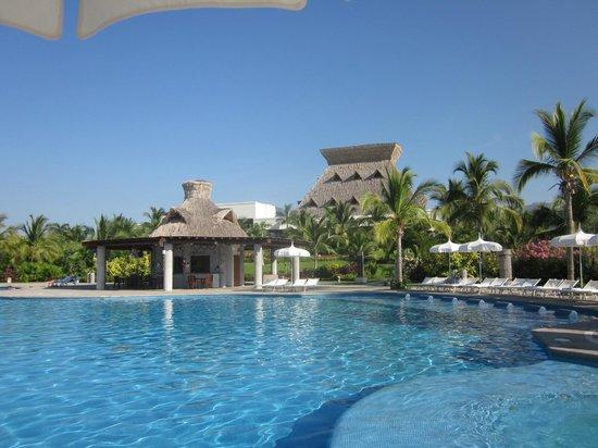Mayan Palace Acapulco: Awesome Pool Area!