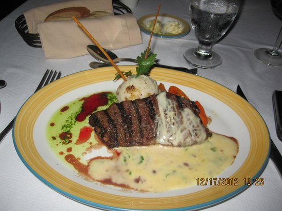 Galley Bay Resort & Spa: Dinner at Seagrape Restauurant