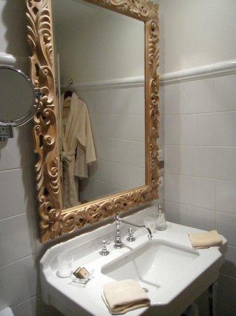 Chateau De Germigney: salle de bain
