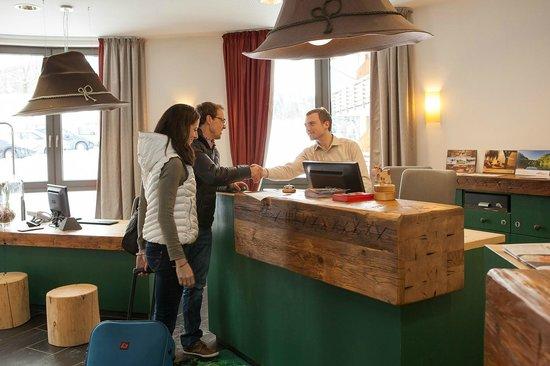 Hotel Oberstdorf: Herzlicher Empfang an der Rezeption