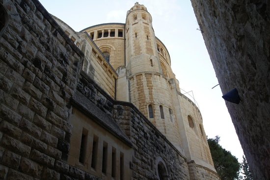 Dormition Abbey: View on the way to the entrance