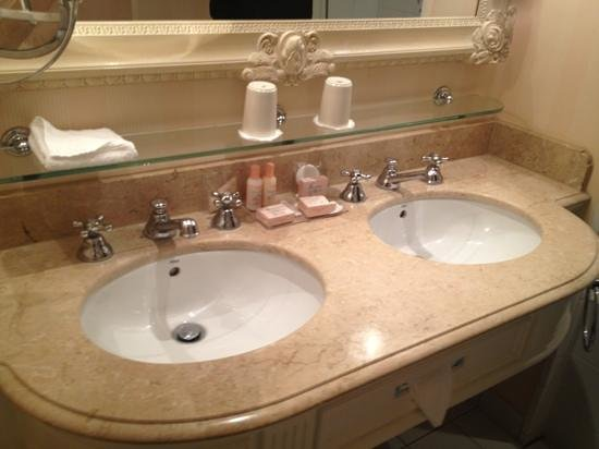 โรงแรมดิสนีย์แลนด์: salle de bain