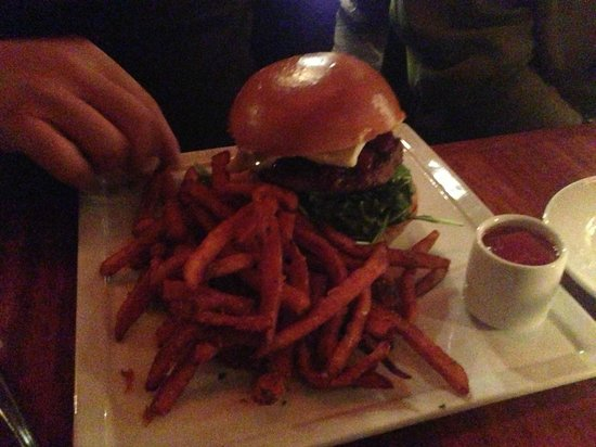 Whisper Restaurant & Lounge : Lamb burger Delicious!