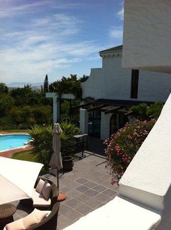 Montrose Guesthouse: wunderschöne Sitzgelegenheiten am Pool