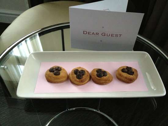 The Sanctuary House Hotel: welcome cookies