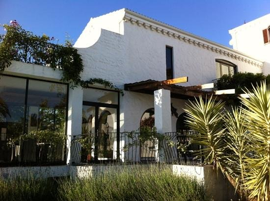 Montrose Guesthouse: Ausblick vom Garten zum Frühstücksraum