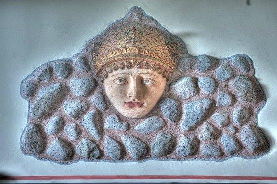 B&B Qui dormi l'Etrusco: Camera dei Giocolieri: inserto su parete