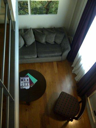 سان تيلمو لوكسري سويتس: Sitting area viewed from mezzanine 