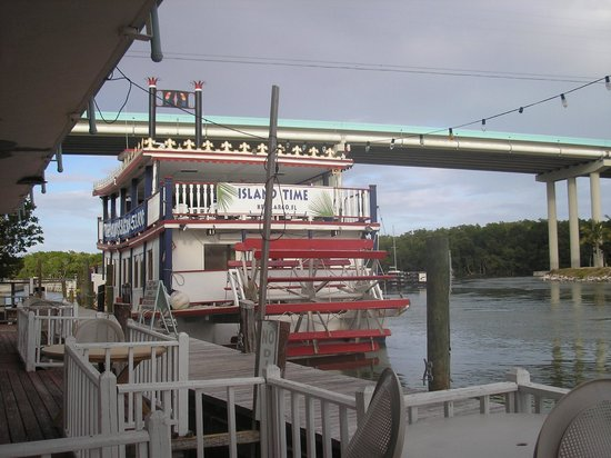 Gilbert's Resort: back deck, manatee area to right