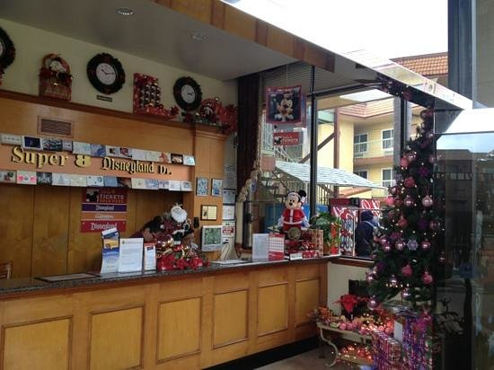 Super 8 Anaheim/Disneyland Drive : front desk at Christmas time