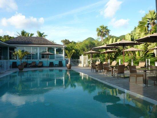 Hotel La Plantation: petit déjeuner à la piscine