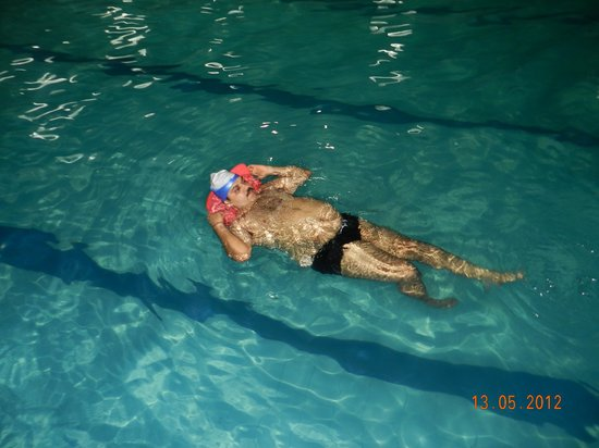 Golden Star Country Club India: At Swimming Pool