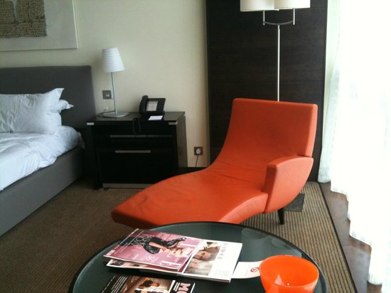 The Lowry Hotel: Bedroom with interesting chair!