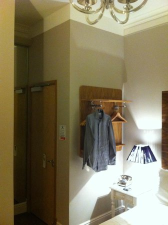 Arosfa Hotel: Entry and wardrobe