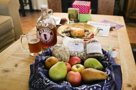Lazy Dog Ranch : Locally Grown/Baked/Brewed Gift Basket with delicious and healthy treats.