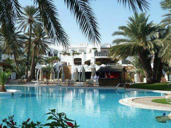 Odyssee Resort & Thalasso: Hotelansicht vom Pool mit mehr Details