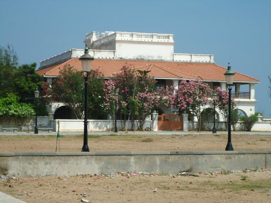 Neemrana's Bungalow on the Beach: Front view