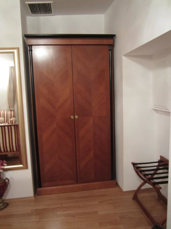 Palace Judita Heritage Hotel : Spacious Wardrobe in Twin Room