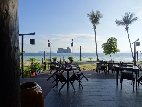 Koh Ngai Thanya Beach Resort: Ресторан
