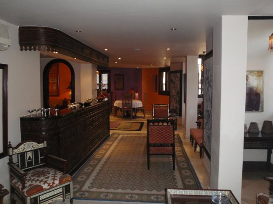 Le Riad Hotel de charme: The bar, looking through to the dining room