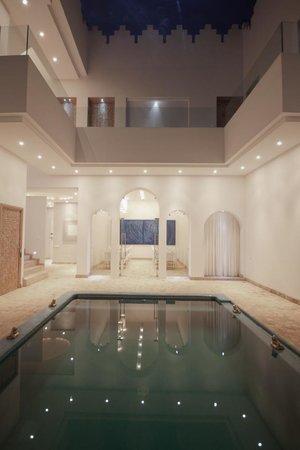 Riad Zyo : Patio et piscine 2