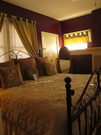 Downtown Historic Bed & Breakfasts of Albuquerque : Bedroom Cabinet House