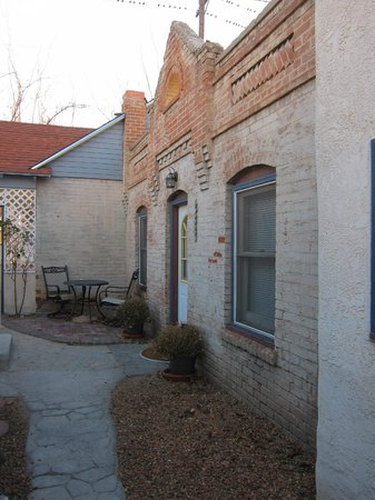 Downtown Historic Bed & Breakfasts of Albuquerque: Cabinet House Outside Entry