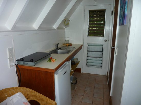 Paradise Cove Lodges: Kitchen