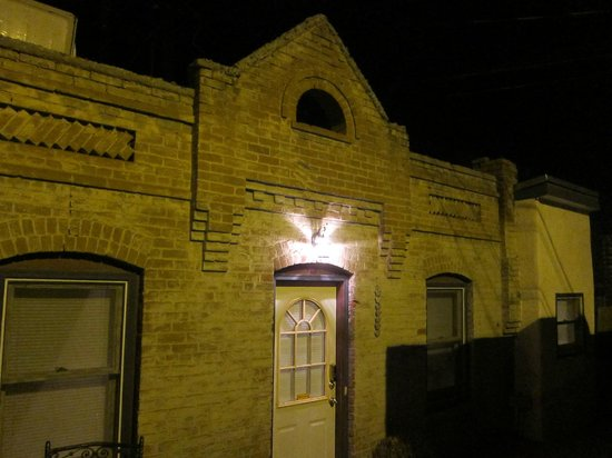 Downtown Historic Bed & Breakfasts of Albuquerque: Cabinet House at Night
