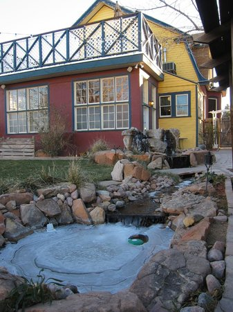 Downtown Historic Bed & Breakfasts of Albuquerque: Back Yard Water Fountain Froze Overnight