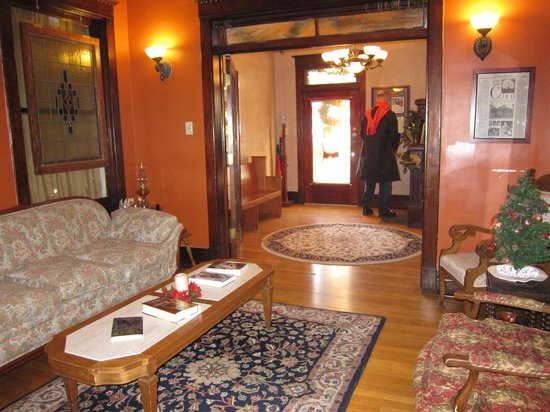 Downtown Historic Bed & Breakfasts of Albuquerque: Entry Hall Spy House