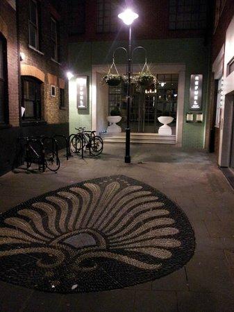 ذا سوهو هوتل: Entrance to the Restaurant