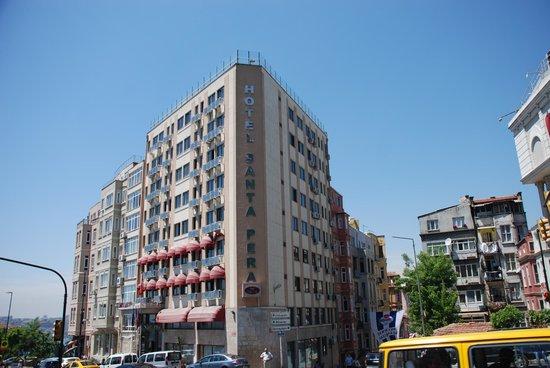 Santa Pera Hotel: Vista della struttura dall'esterno