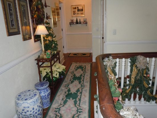 Abbington Green Bed & Breakfast Inn and Spa : 2nd Floor Hallway