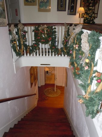 Abbington Green Bed and Breakfast Inn: Main Staircase