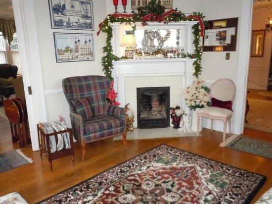 Abbington Green Bed and Breakfast Inn: Sitting Room