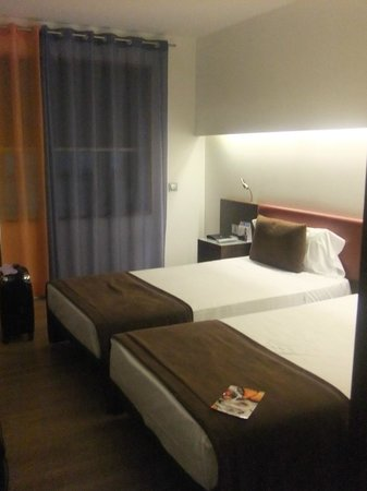 Ayre Hotel Gran Via : Room with twin beds