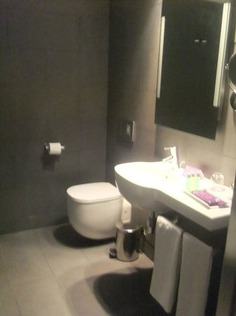 Ayre Hotel Gran Via: Bathroom