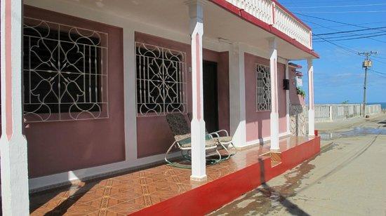 Casa de Yamilet Selva: front view & door of the casa