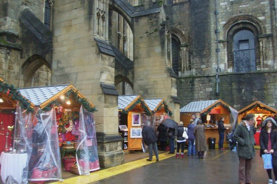 Winchester Cathedral: Christmas market ..