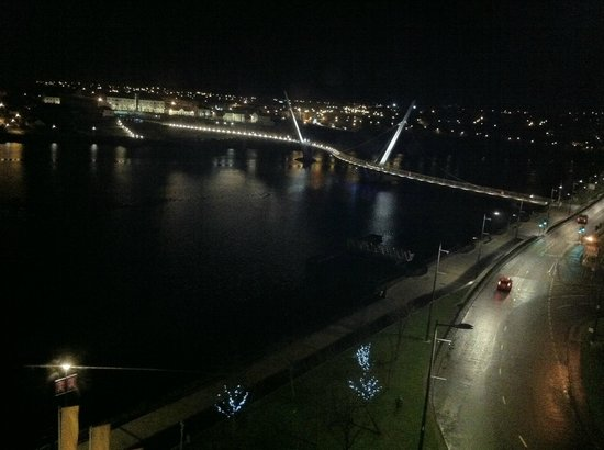 City Hotel: Another view over the Peace Bridge