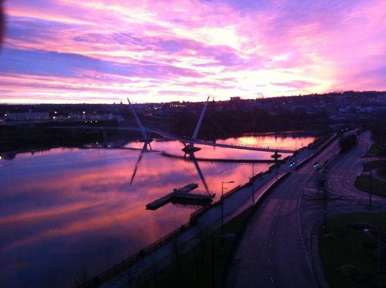 City Hotel: Sun rise over the Peace Bridge