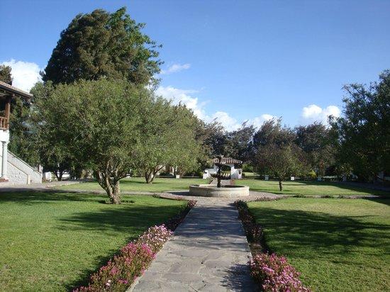 Hacienda Abraspungo: immaculately grooomed gardens surround the property