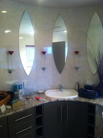 Sanctuary Palms: Master Ensuite