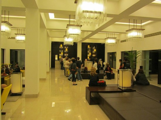 Trident, Agra: Lobby