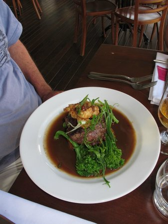 Oceanview Estates Winery and Restaurant : Eye filet with moreton bay bug and pepper and whiskey cream sauce